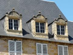 Hôtel de Bouilhac - Français:   Lucarnes de l\'hôtel de Bouilhac, Montignac, Dordogne, France.