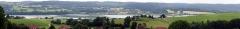 Maison de Monte au Lever - Français:   Panorama sur le lac de Saint-Point depuis Monte au Lever. Assemblage de 5 images avec Hugin.