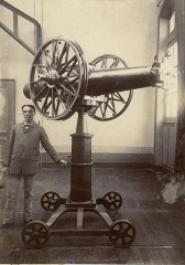 Observatoire - English: The turning machine of the Observatory of Besançon (Doubs, France), probably at the end of the 19th century.