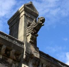 Basilique Saint-Ferréol et Saint-Ferjeux - English: A gargoyle of the basilica Saint-Ferjeux, located in Besançon (Doubs, France)