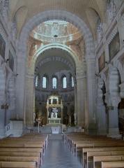 Basilique Saint-Ferréol et Saint-Ferjeux - English: Interior of the basilica Saint-Ferjeux located in Besançon (Doubs, France)