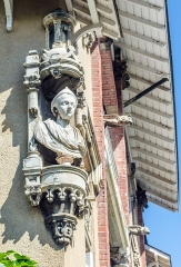 Ancien clos Genest : villa des Cigales et villa Margot - Français:   Valence (Drôme, France), Clos Genest, villa Margot, niche d'angle, gargouilles