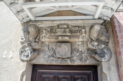 Ancien clos Genest : villa des Cigales et villa Margot - Français:   Valence (Drôme, France), Clos Genest, villa Margot, linteau de la porte d\'entrée