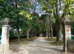 Domaine de Serre-de-Parc -  Le domaine de Serre de parc se situe sur les communes de Savasse et de Montélimar dans la Drôme (France).