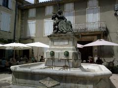 Statue de Madame de Sévigné -  Vaucluse Grignan Place Sevigne Statue Sevigne Fontaine