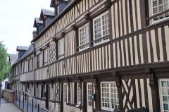 Immeuble à logements de la cour Canel - English:   Pont-Audemer (France, Normandy), impasse Canel