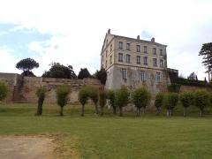 Ancien château - Français:   Vu du château à partir du parterre