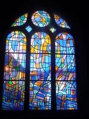 Ateliers de fabrication de vitraux, dits Ateliers Lorin - Français:   Église du 10e siècle, vitrail 20e