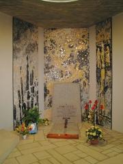 Eglise Saint-Jean-Baptiste - Deutsch: Das Grab von Franz Stock in der Kirche Saint Jean Baptiste in Chartres Aus dem Archiv des Franz-Stock-Komitees für Deutschland