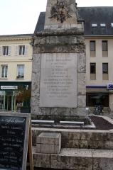Monument à Marceau dit «Colonne Marceau» - Français:   Cartouche nord, colonne en forme d\'obélisque dédiée à François Séverin Marceau, place Marceau, Chartres, Eure-et-Loir (France).  \