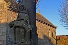 Calvaire de la chapelle Sainte-Catherine - Français:   Chapelle Sainte-Catherine et son calvaire à Mespaul (Finistère).
