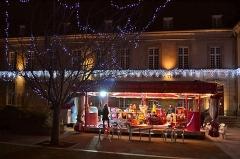 Ancien évêché (hôtel de ville) - Français:   Illuminations de Saint-Pol de Léon en décembre 2014.