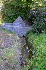 Domaine de Kernévez - Français:   Fontaine dans le parc du château de Kernevez à Saint-Pol-de-Léon (Finistère).