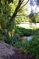 Domaine de Kernévez - Français:   Ruisseau dans le parc du château de Kernevez à Saint-Pol-de-Léon (Finistère).