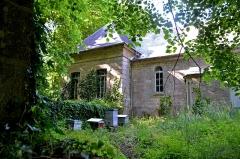 Domaine de Kernévez - Français:   Ruches et anciennes écuries dans le parc du château de Kernevez à Saint-Pol-de-Léon (Finistère).