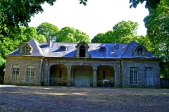 Domaine de Kernévez - Français:   Écuries du château de Kernevez dans son parc à Saint-Pol-de-Léon (Finistère).