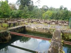 Ancien pavillon de chasse de Moniven - Français:   Vestiges des réservoirs du domaine de Trévarez, Saint-Goazec, Finistère, Bretagne, France.
