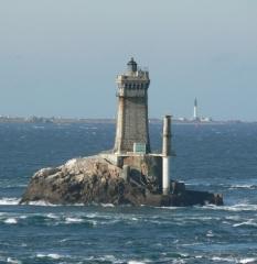 Phare de l'île de Sein -  La pointe du Raz (vue sur le Phare de la Vieille), Finistère (Bretagne), France
