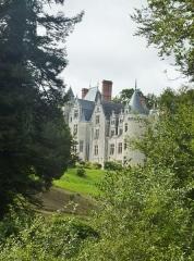 Château de Pérennou - Français:   Plomelin: le château de Perennou vu de la rive droite de l\'Odet