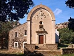 Chapelle de la Trinité - Français:   Bonifacio (Corse-du-Sud) - Emitage de la Trinité de Bonifacio (Eglise de la Trinité + oratoire Notre Dame de Tibhirine)