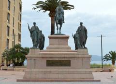 Monument commémoratif Napoléon et ses frères - Deutsch: Napoleon Denkmal Ajaccio frontal