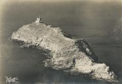 Phare de la Giraglia, sur l'île de la Giraglia - English: Giraglia is a French island at the northern tip of Corsica in the Mediterranean Sea, known for its powerful lighthouse.