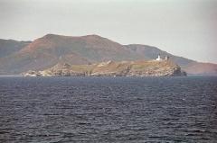 Phare de la Giraglia, sur l'île de la Giraglia - English: small island of Giraglia with lighthouse