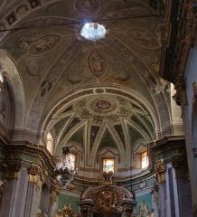 Eglise paroissiale Notre-Dame-de-l'Annonciation (Santa-Maria-Assunta) - Français:   Intérieur de l\'église de Muro (Haute-Corse): la croisée d\'ogives du transept et le demi-dôme de l\'abside.