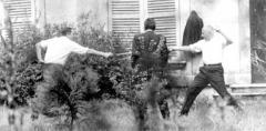 Ancien hospice devenu palais des arts, puis agrandi en lycée, actuel lycée Alphonse Daudet - Dernier duel officiel français opposant le député René Ribière à Gaston Defferre, député maire de Marseille. Arbitre: député Jean de Lipkowski. 1967, Neuilly-sur-Seine