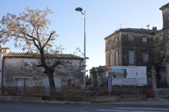Hôtel particulier dit maison Margarot -  Although located in the immediate vicinity of the St. Saturnin's church, the destruction of the environment of the House Margarot continues, after the raising of the former People's House, here comes the butchering of the dependencies.