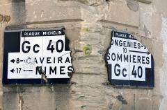 Hôtel particulier dit maison Margarot -  Michelin plaques, damaged by heavy goods vehicle .