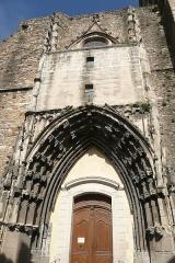 Eglise paroissiale Saint-Saturnin - Français:   Facade de l\'église à Pont-Saint-Esprit.