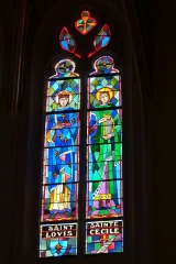 Eglise paroissiale Saint-Saturnin - Deutsch: Bleiglasfenster in der Kirche Saint Saturnin in Pont-Saint-Esprit, Darstellung: hl. Lovis und hl. Cäcilie