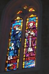 Eglise paroissiale Saint-Saturnin - Deutsch: Bleiglasfenster in der Kirche Saint Saturnin in Pont-Saint-Esprit, Darstellung: hl. Vinzenz von Paul und hl. Franz von Sales