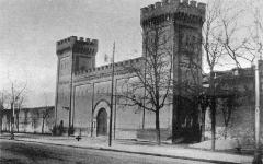 Ancienne prison Saint-Michel - Français:   La prison Saint-Michel de Toulouse, en mars 1923 (la croix indique le lieu de la dernière exécution publique, le 10 mars).