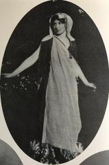 Château - English: Brynhild Olivier as Helen of Troy in Marlowe's
