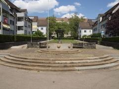 Château de Castagens - Deutsch: Im Hofgarten bei der Hofwiesenstrasse 50 in Zürich Unterstrass steht der Seepferdchenbrunnen. Dieser wurde von Eduard Bick 1930 geschaffen.