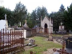 Cimetière attenant à l'église Saint-Vivien - Français:   Cimetière attenant à l\'église Saint-Vivien à Romagne (Gironde, France)