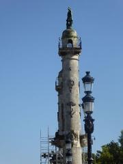 Colonnes rostrales élevées sur l'esplanade des Quinconces - English: Rostral columns, Place des Quinconces, Bordeaux, France, July 2014