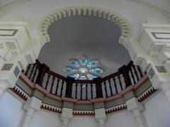 Chapelle Sainte-Marie-du-Cap - Français:   Chapelle Sainte-Marie-du-Cap, chapelle de la Villa Algérienne à Lège-Cap-Ferret (33). Intérieur. Tribune du chœur.