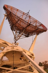 Observatoire aquitain des sciences de l'univers -  Würzburg radar converted to a radioteslecope after the war, at the Bordeaux observatory. Copyright © 2006 Med
