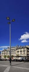 Faculté de médecine et de pharmacie - English: A lamp post in Bordeaux at the
