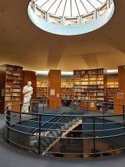 Faculté de médecine et de pharmacie - Español: Vista interior de la Biblioteca Robert Étienne, en la Maison de l'archéologie de la Université Bordeaux Montaigne, en Burdeos (Francia).
