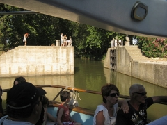 Canal du Midi (écluse ronde) - English: Open gate of the