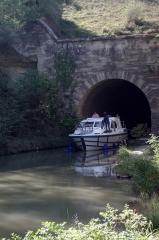 Tunnel-aqueduc de drainage de l'étang de Colombiers et Montady ou tunnel des Moines ou Aqueduc de Montady ou Aqueduc de Malpas - Français:   Le Canal du Midi et le tunnel de Malpas à Colombiers, Hérault, France