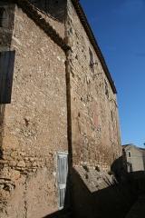 Ancien château - Français:   Puisserguier (Hérault) - mur latéral du château.