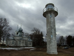 Malouinière de la Ville Azé - English: Nina church and lighthouse