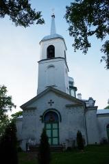 """Malouinière de la Ville Azé -  Nina vaatamisväärsusteks on õigeusu Jumalaema Kaitsmise kirik (ehitatud 1827-1828, suurendati ristikujuliseks 1908) ning tuletorn (ehitatud 1936). Samuti kalevipoja sillaehitusest jäänud """"kivikülv"""", millest tuleb ka paiga nimetus. Kivid on ilmselt siia kantud kokkulükatud rüsijää poolt, mis on kevadeti jäämineku ajal vaatamisväärsus omaette."""