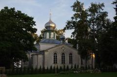 """Malouinière de la Ville Azé -  Nina vaatamisväärsusteks on õigeusu Jumalaema Kaitsmise kirik (ehitatud 1827-1828, suurendati ristikujuliseks 1908) ning tuletorn (ehitatud 1936). Samuti kalevipoja sillaehitusest jäänud """"kivikülv"""", millest tuleb ka paiga nimetus. Kiviid on ilmselt siia kantud kokkulükatud rüsijää poolt, mis on kevadeti jäämineku ajal vaatamisväärsus omaette."""