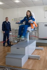 Maison du Peuple - English: At the Cosmonaut Hotel crew quarters in Baikonur, Kazakhstan, Expedition 59 crew member Christina Koch of NASA tests her vestibular system in a rotating chair March 7 as part of her pre-launch activities. Koch, Alexey Ovchinin of Roscosmos and Nick Hague of NASA will launch March 14, U.S. time, on the Soyuz MS-12 spacecraft from the Baikonur Cosmodrome for a six-and-a-half month mission on the International Space Station.